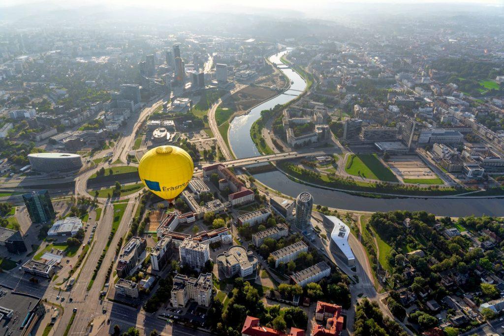 Oro balionas virš Vilniaus, rytinis skrydis