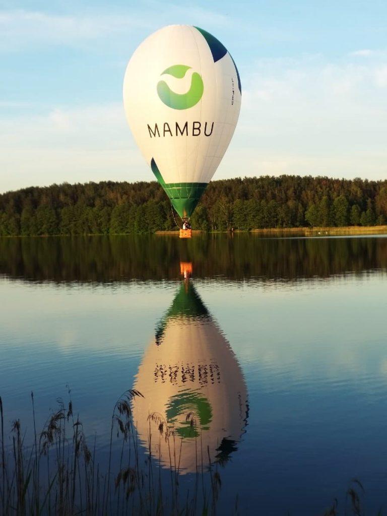 Mambu oro balionas virš ežero