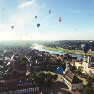 Daug oro balionų kyla Kauno centre, 100 balionų fiesta 2018
