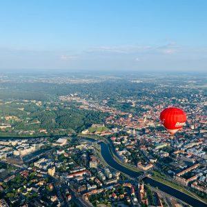 Karšto oro balionas virš Vilniaus senamiesčio